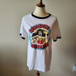 Wonder Woman Womans Short Sleeve Tee  Size  Medium